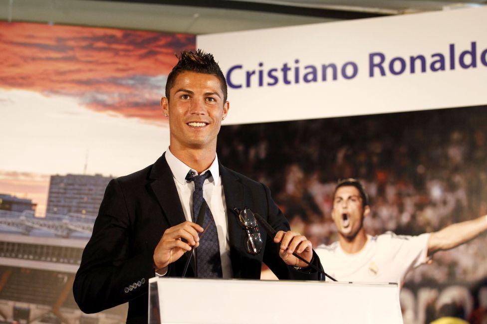 http://futbol.as.com/futbol/imagenes/2013/09/15/album/1379255160_446085_1379255941_album_grande.jpg