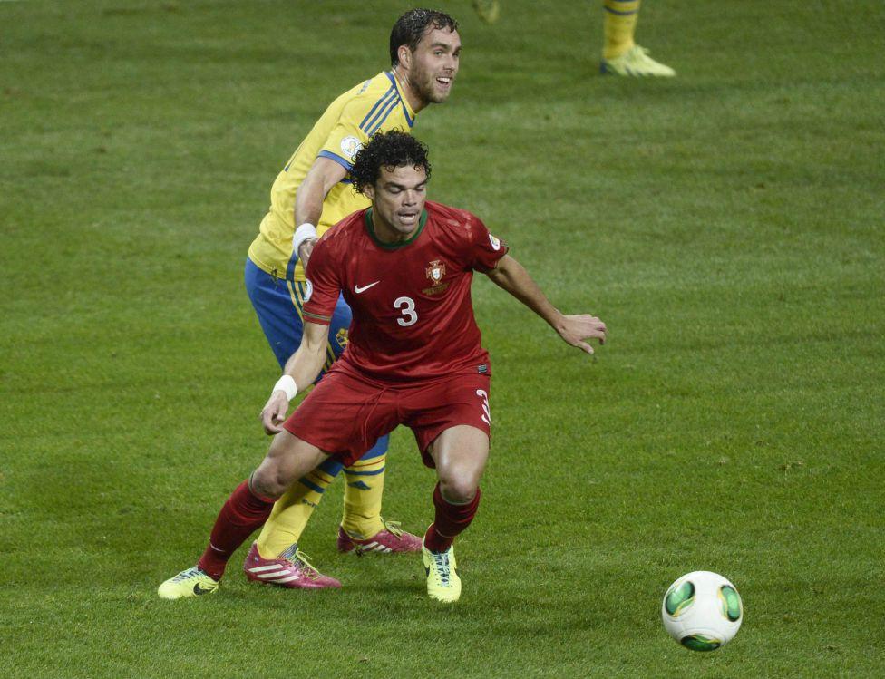 http://futbol.as.com/futbol/imagenes/2013/11/19/album/1384886840_990015_1384894454_album_grande.jpg