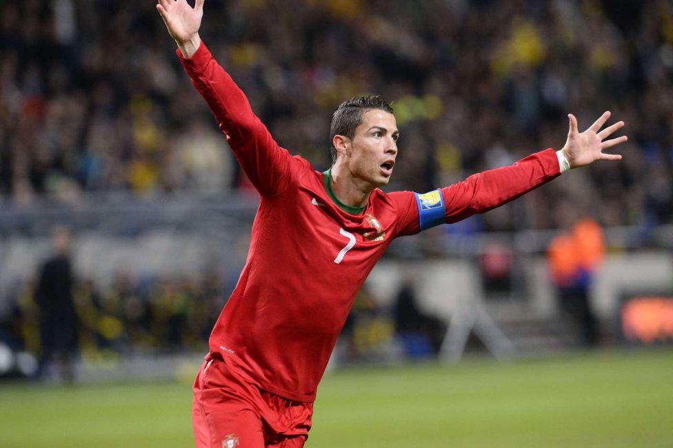 http://futbol.as.com/futbol/imagenes/2013/11/19/album/1384886840_990015_1384895826_album_grande.jpg