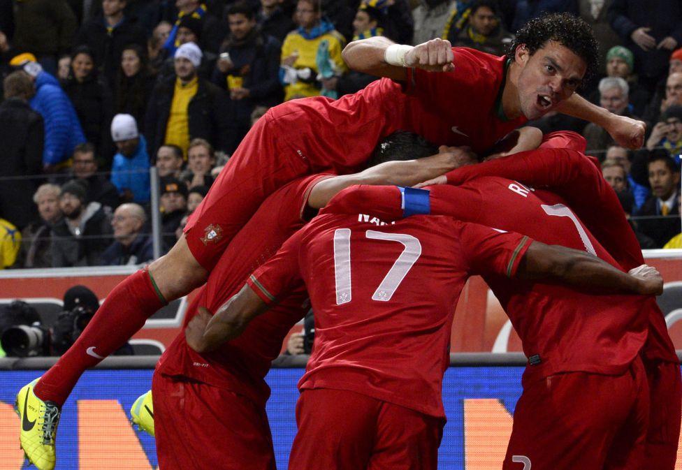 http://futbol.as.com/futbol/imagenes/2013/11/19/album/1384886840_990015_1384895961_album_grande.jpg