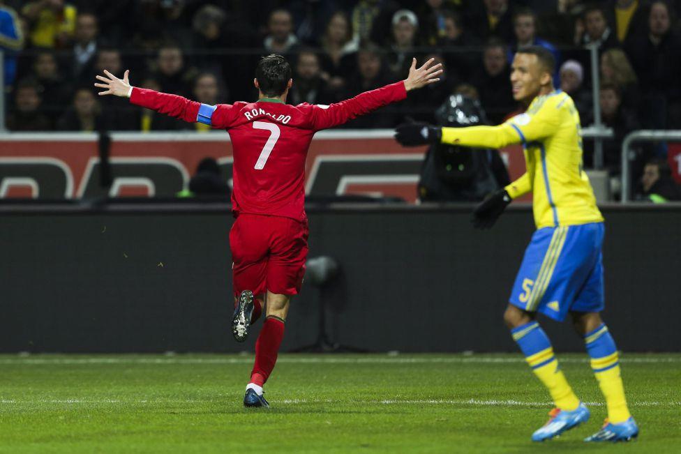 http://futbol.as.com/futbol/imagenes/2013/11/19/album/1384886840_990015_1384897072_album_grande.jpg