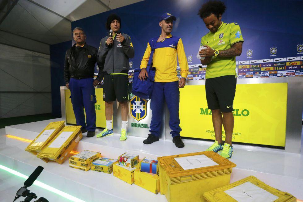El Correo de Brasil le entregó al plantel brasilero 6000 cartas de aliento que escribieron los hinchas