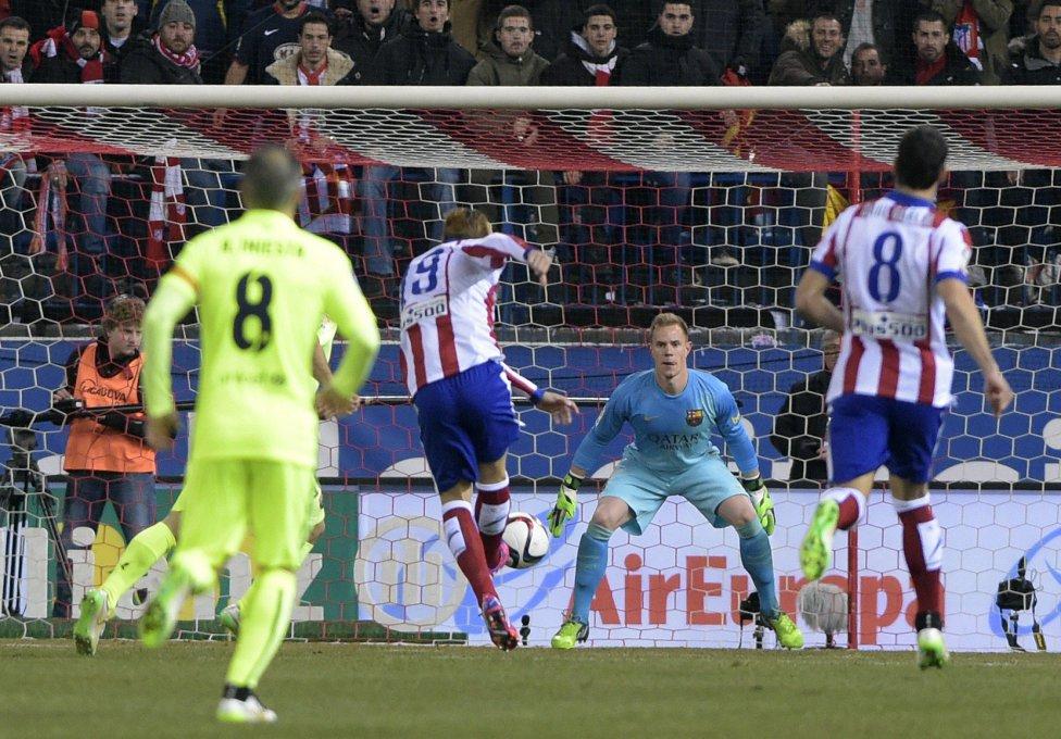 صور : مباراة أتليتيكو مدريد - برشلونة 2-3 ( 28-01-2015 )  1422473923_118684_1422476301_album_grande