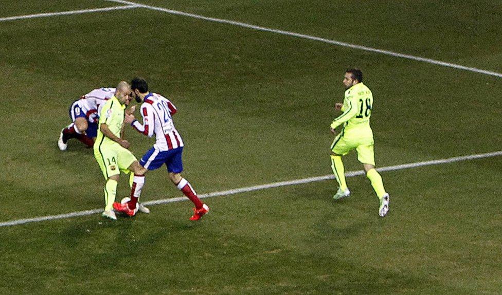 صور : مباراة أتليتيكو مدريد - برشلونة 2-3 ( 28-01-2015 )  1422473923_118684_1422479069_album_grande