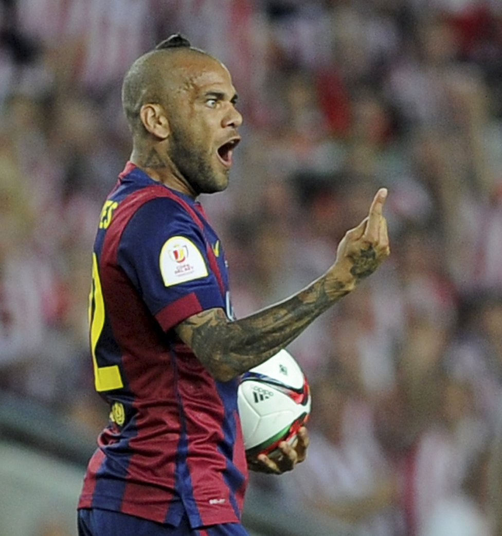 Dani Alves ridiculed for new ridiculous looking haircut ... |Dani Alves Haircut