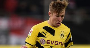 DUESSELDORF, GERMANY - JANUARY 24:  Felix Passlack of Borussia Dortmund controls the ball during the friendly match between Fortuna Duesseldorf and Borussia Dortmund at Esprit-Arena on January 24, 2015 in Duesseldorf, Germany.  (Photo by Dennis Grombkowski/Bongarts/Getty Images)