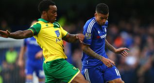 LONDON, ENGLAND - NOVEMBER 21: Kenedy of Chelsea and Andre Wisdom of Norwich City compete for the ball during the Barclays Premier League match between Chelsea and Norwich City at Stamford Bridge on November 21, 2015 in London, England.  (Photo by Paul Gilham/Getty Images)
