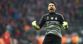 (FILES) This file photo taken on March 16, 2016 in Munich, southern Germany shows Juventus' goalkeeper and captain Gianluigi Buffon celebrating after a goal scored by his team during the UEFA Champions League, Round of 16, second leg football match FC Bayern Munich v Juventus.