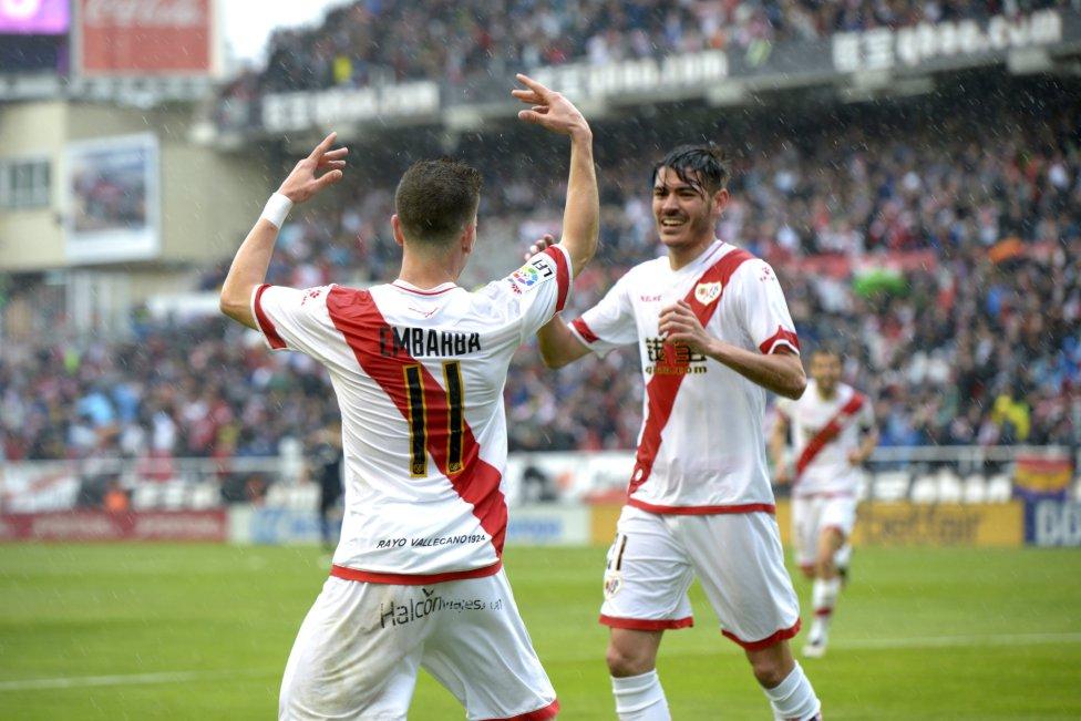 Adrián Embarba celebra el primer gol con su compañero Jozabed Sánchez.