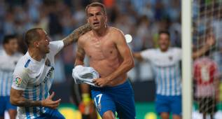 Malaga's Portuguese midfielder Duda celebrates after scoring during the Spanish league football match Malaga CF vs Athletic Club Bilbao at La Rosaleda stadium in Malaga on October 2, 2016. / AFP PHOTO / JORGE GUERRERO