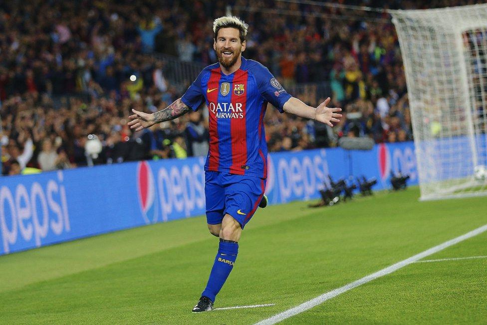 El delantero argentino del FC Barcelona Leo Messi celebra su gol, primero del equipo frente al Manchester City, durante el partido de la tercera jornada de la fase de grupos de la Liga de Campeones que se juega esta noche en el Camp Nou, en Barcelona.