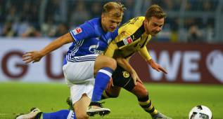 Football Soccer -  Borussia Dortmund v FC Schalke 04 - German Bundesliga - Signal Iduna Park arena, Dortmund, Germany - 29/10/16 - Dortmund's Mario Goetze and Schalke's Johannes Geis in action.  REUTERS/Thilo Schmuelgen  DFL RULES TO LIMIT THE ONLINE USAGE DURING MATCH TIME TO 15 PICTURES PER GAME. IMAGE SEQUENCES TO SIMULATE VIDEO IS NOT ALLOWED AT ANY TIME. FOR FURTHER QUERIES PLEASE CONTACT DFL DIRECTLY AT + 49 69 650050.