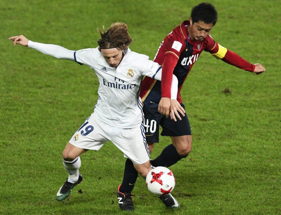 Luka Modric y Mitsuo Ogasawara.