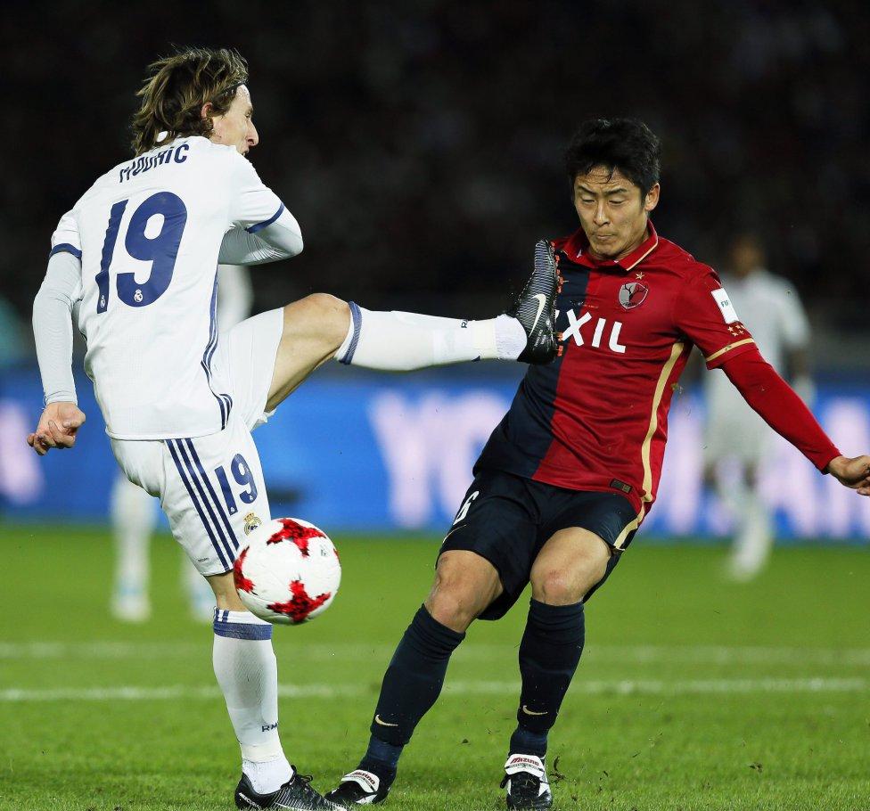 Luka Modric y Ryota Nahaki.