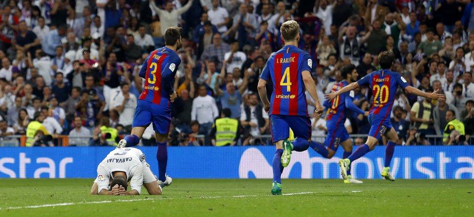 Carvajal se lamenta por el gol de Messi en la última jugada del partido