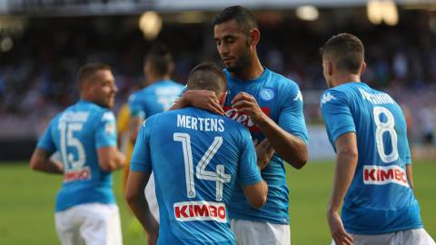 Naples (Italy), 17/09/2017.- Napoli's midfielder Dries Mertens (C) celebrates with teammates scoring during the Italian Serie A soccer match between SSC Napoli and Benevento at San Paolo stadium in Naples, Italy, 17 September 2017. (Nápoles, Italia) EFE/EPA/CESARE ABBATE
