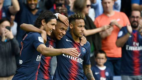 Paris Saint-Germain's French forward Kylian Mbappe (C) is congratulated by Paris Saint-Germain's Brazilian forward Neymar (R) and Paris Saint-Germain's Uruguayan forward Edinson Cavani (L) after scoring a goal during the French L1 football match Paris Saint-Germain (PSG) vs Angers (SCO), on August 25, 2018 at the Parc des Princes in Paris. (Photo by FRANCK FIFE / AFP)