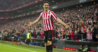 BILBAO, SPAIN - NOVEMBER 03:  Aritz Aduriz of Athletic Club celebrates after scoring his team's fourth goal during the UEFA Europa League match between Athletic Club and KRC Genk at San Mames Stadium on November 3, 2016 in Bilbao, .  (Photo by Juan Manuel Serrano Arce/Getty Images)